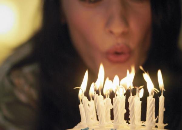 Духането на свещи върху торта има доста доста неприятни последствия