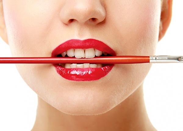 Направете устните си по-пълни с тези лесни трикове!