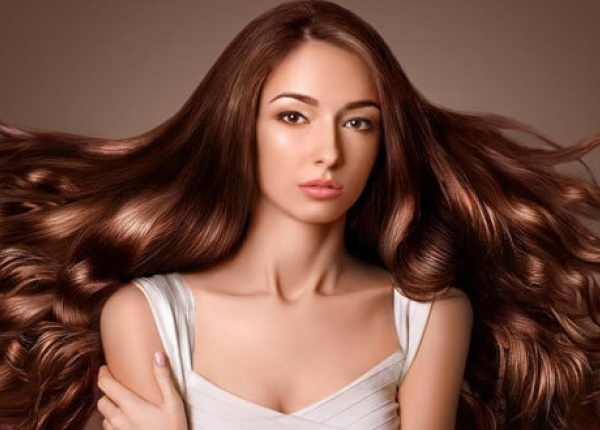 Как да се грижите за вълнистата коса?