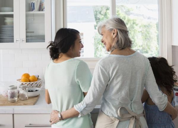 Ново проучване казва, че децата трябва да прекарват повече време със своите баби и дядовци