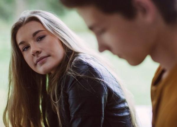 6 трудности, които посрещаш във  връзката си, когато си изключително пряма