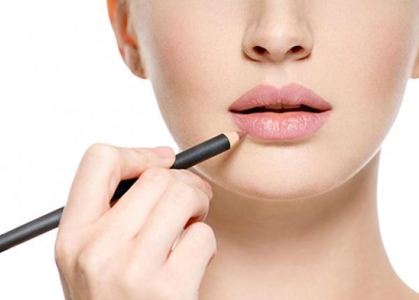 Как да нанасяте молив за устни по-ефективно?