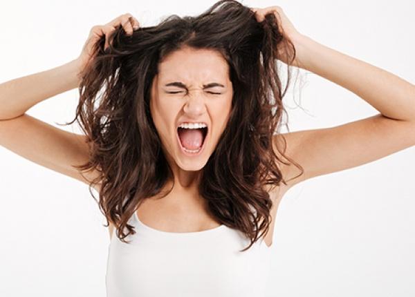 5 начина да се справите с мазната коса и скалп през летните месеци