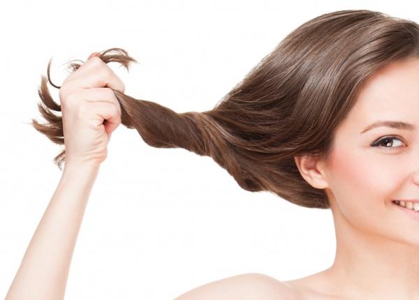 Рициновото масло-пръв помощник при косопад и тънка коса