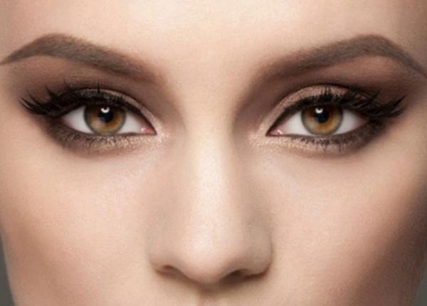 Какъв грим е най-подходящ за пъстри очи?