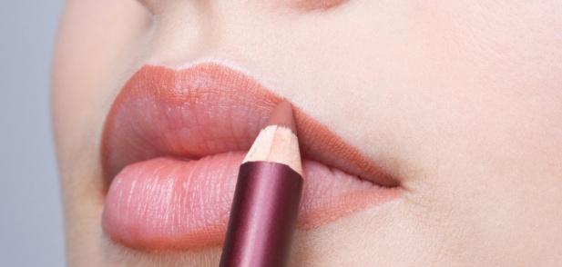 Как да изберете и нанасяте молив за устни