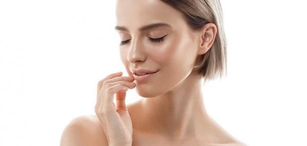 Каква е разликата между овлажняването и хидратирането на кожата?