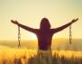 Свободата означава да чувстваш това, което сърцето ти желае, независимо от мнението на околните. - Паулу Коелю