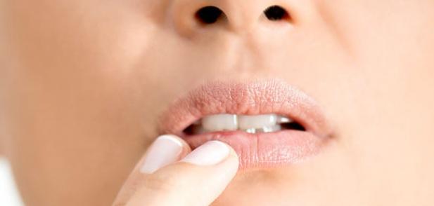 3 лесни домашни скраба за перфектно меки устни