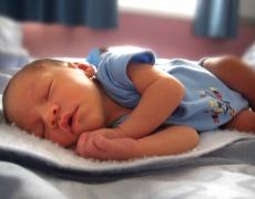 Бебетата да спят близо до майките си