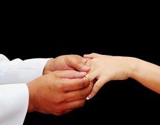 Общуването с приятелите му вреди на брака