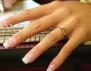 Самотна съм, затова си купих фалшив годежен пръстен
