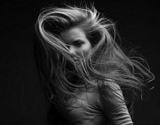 Как да се справим с наелектризираната коса