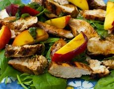 Пилешка салата с праскови