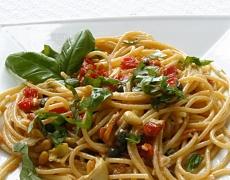 Рецепта за спагети със сушени домати и кедрови ядки