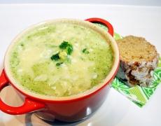 Супа от броколи с топено сирене