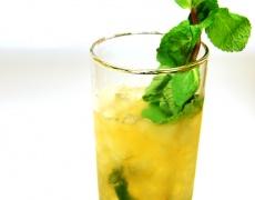 """Коктейл """"Julep"""" с много лед и лимон, моля!"""