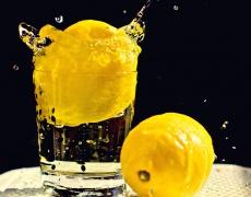 Секси тяло с лимонена вода
