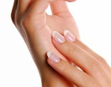 Как да се отървем от жълтината по ноктите?