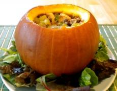 Рецепта за пиле със зеленчуци и ябълки в тиква