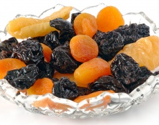Хапвайте повечко сушени плодове