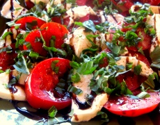Рецепта за маринована Моцарела с домати и маслини