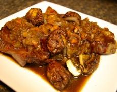 Рецепта за печено телешко с гъби и вино