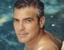 Клуни пак забива мацки