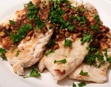 Рецепта за варено пиле със сос от ядки
