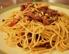 Лесна паста със сушени домати, зехтин и Пармезан