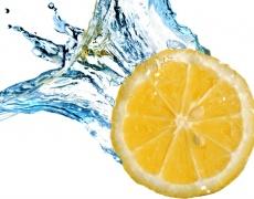 """""""Елексир на живота"""" - чаша вода с лимонов сок"""