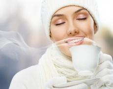 Чаша горещ шоколад срещу кашлица