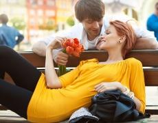 Защо мъжът трябва да е малко по-влюбен от жената?