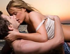 Какво означават различните видове целувки на мъжете?