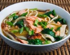 Пролетна супа със спанак и сьомга