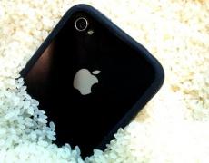 Как да спасите телефона си след намокряне?