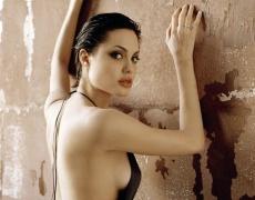 Анджелина Джоли си махна гърдите!