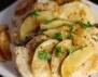 Пиле с ябълки в меден сос