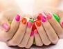 Маникюр на цветни петна! Ефектен и сладурски (видео)