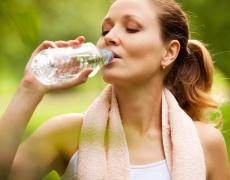 Няколко истини и митове за пиенето на вода